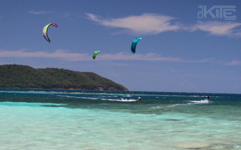 Pigeon Cay kiting - Kite & Yoga Girls Week in Roatán