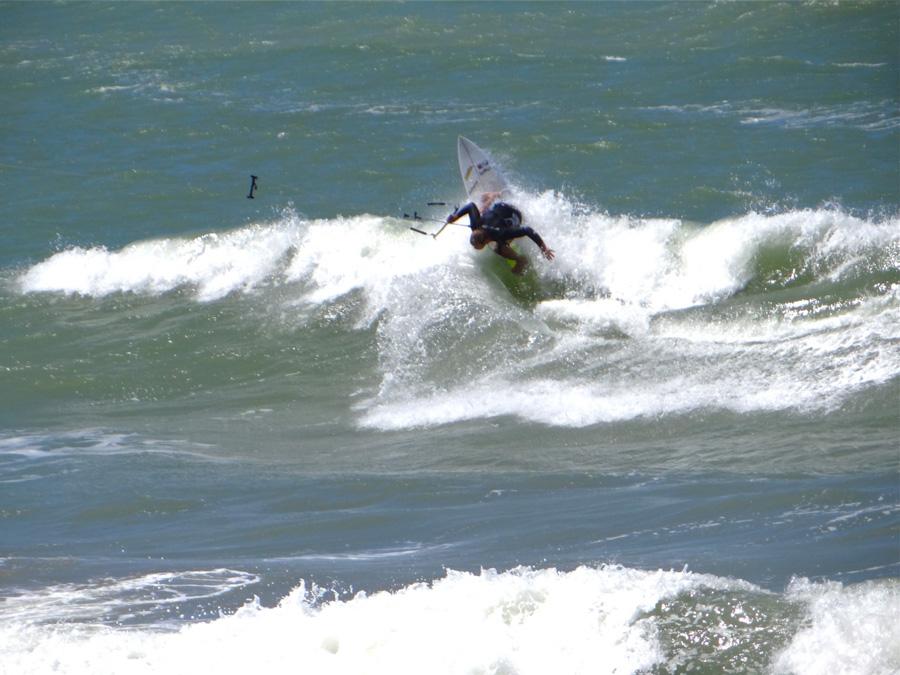 vertical attack - PASSEIO: A family kitesurf trip