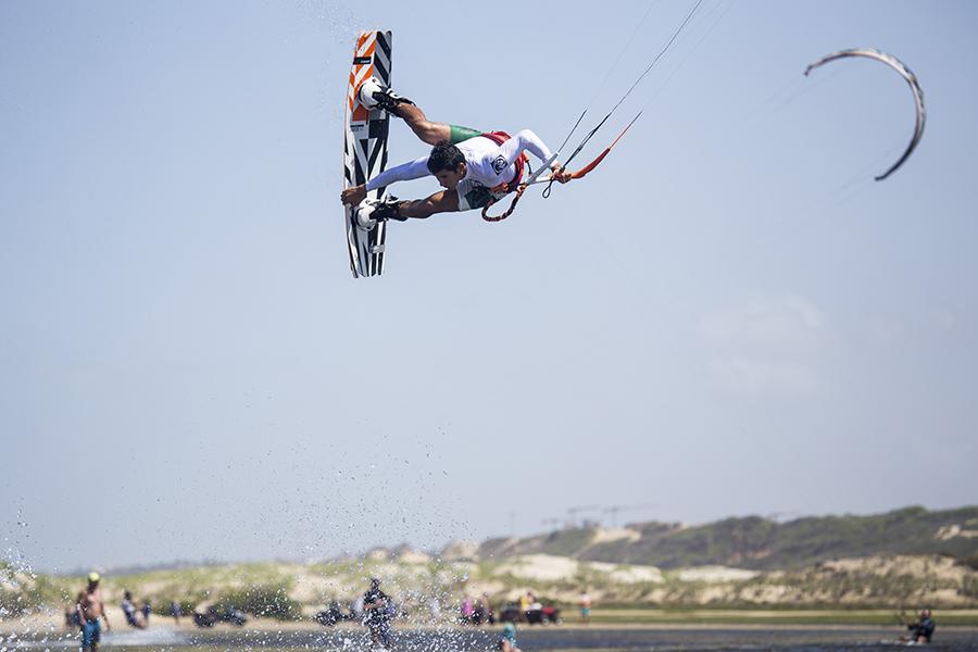JUICE 4 - Alex Neto joins RRD International Kitesurf Team
