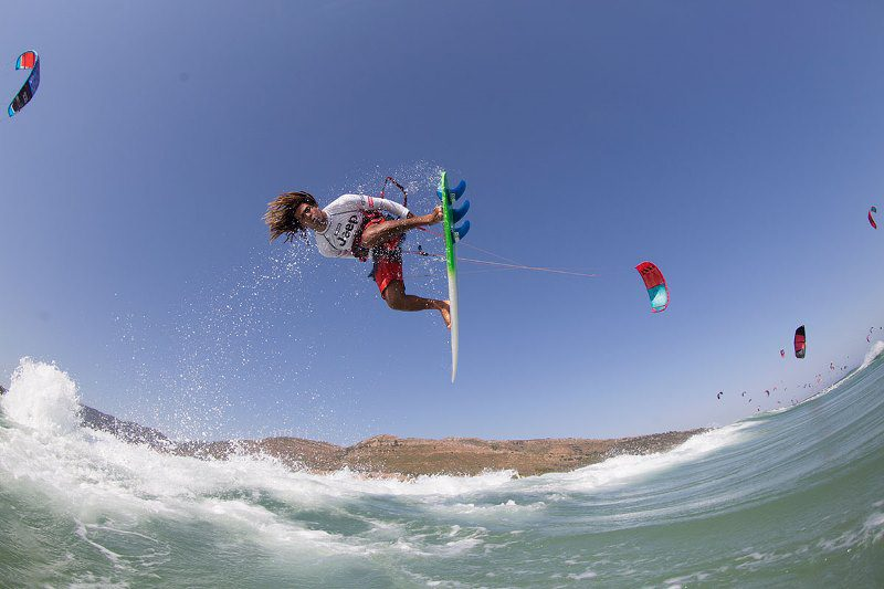Airton Cozzolino 2015 event winner Toby Bromwich Tarifa Strapless Kitesurfing Pro 2015 800x533 - Tarifa Strapless Wave and Freestyle Grand Slam gearing up