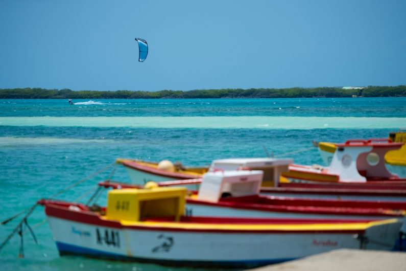 Peter Lynn Kiteboarding Aruba Zout Fotografie 61 van 383 Balashi 795x530 - Escape to Aruba with Peter Lynn Kiteboarding