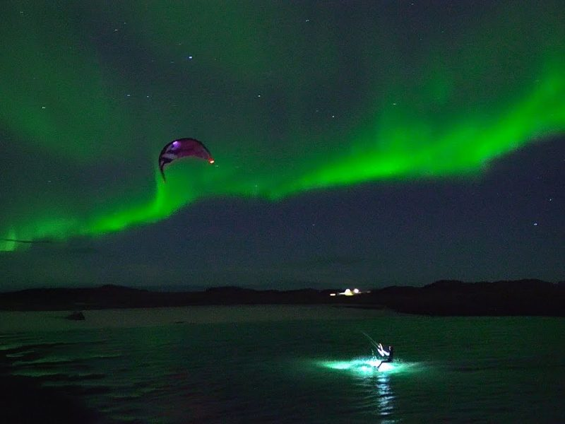 kiting under the northern lights 800x600 - Kiting under the Northern Lights