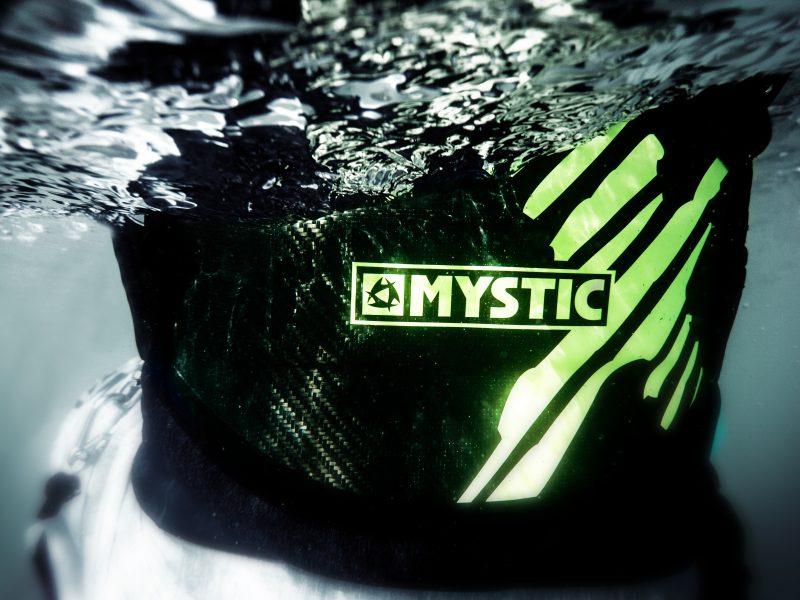 Underwater Steven Akkersdijk 1 800x600 - Mystic - Majestic X