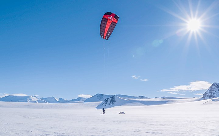 Matthias Haunholder Antarctica Kite I Foto Johannes Aitzetmüller 720x450 - NO MAN'S LAND: EXPEDITION ANTARCTICA