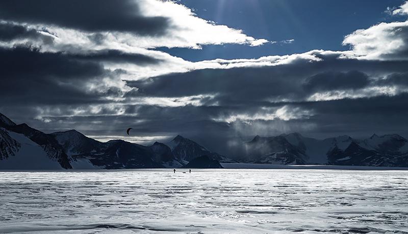 Matthias Haunholder Matthias Mayr Antarctica Kite V Foto Johannes Aitzetmüller - NO MAN'S LAND: EXPEDITION ANTARCTICA