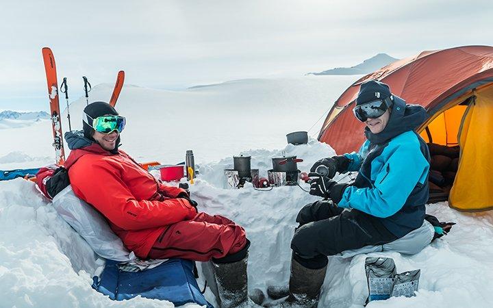 Matthias Mayr Matthias Haunholder Antarctica Camp Dinner Foto Johannes Aitzetmüller 720x450 - NO MAN'S LAND: EXPEDITION ANTARCTICA