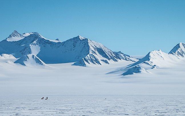 Matthias Mayr Matthias Haunholder Antarctica Mountains Pulk Foto Johannes Aitzetmüller 648x405 - NO MAN'S LAND: EXPEDITION ANTARCTICA
