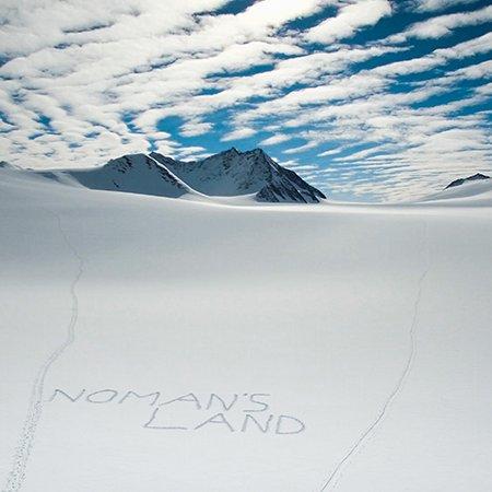 No Mans Land Antarctica Sky Johannes Aitzetmüller 450x450 - NO MAN'S LAND: EXPEDITION ANTARCTICA