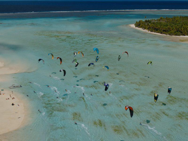 Cooks Forrest Dein1 800x600 - Kiteboarding in Paradise