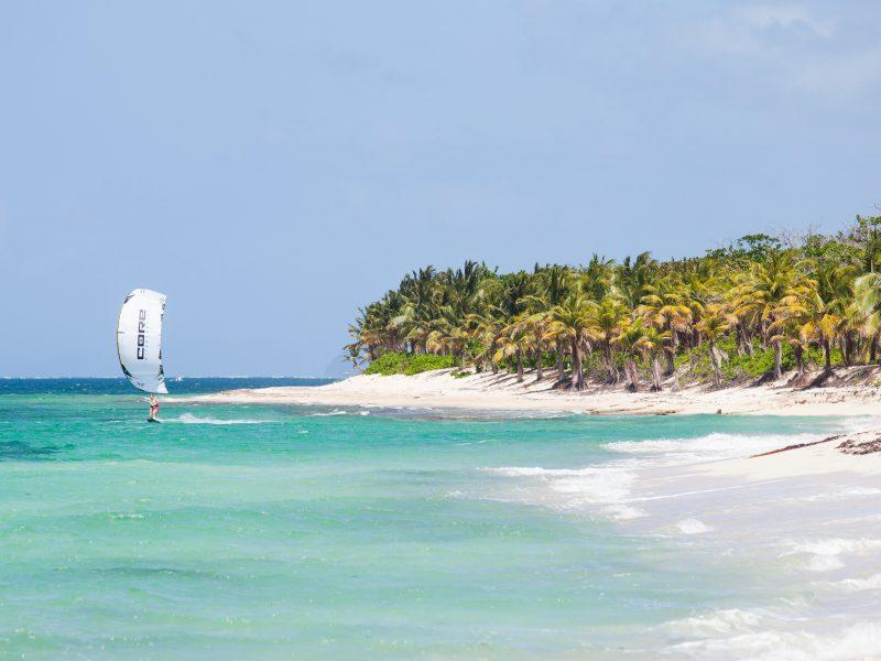 Camp Bay Beach 800x600 - Kitesurf Roatan & Camp Bay Lodge - Honduras