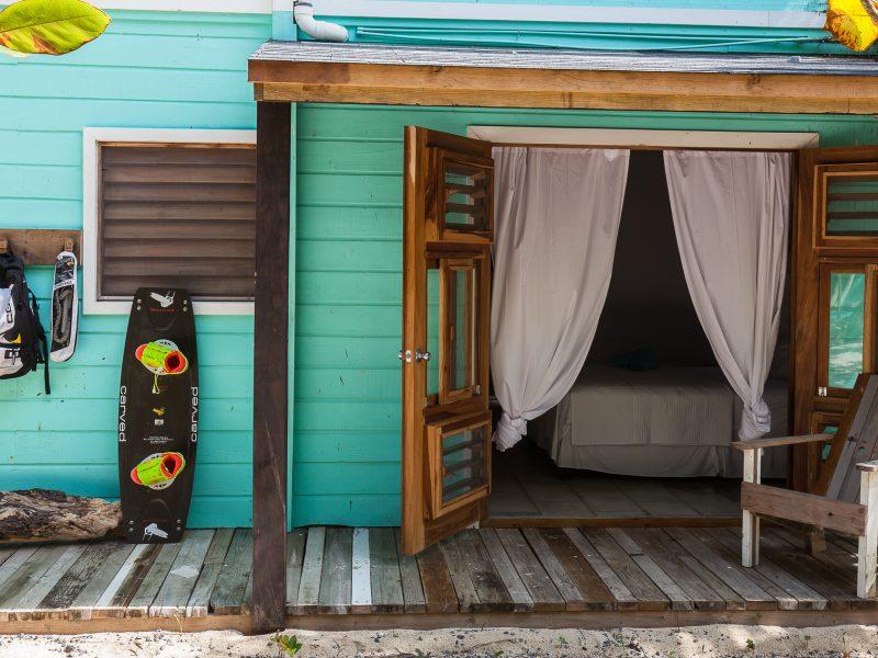 Kitesurf Room 7161 800x600 - Kitesurf Roatan & Camp Bay Lodge - Honduras