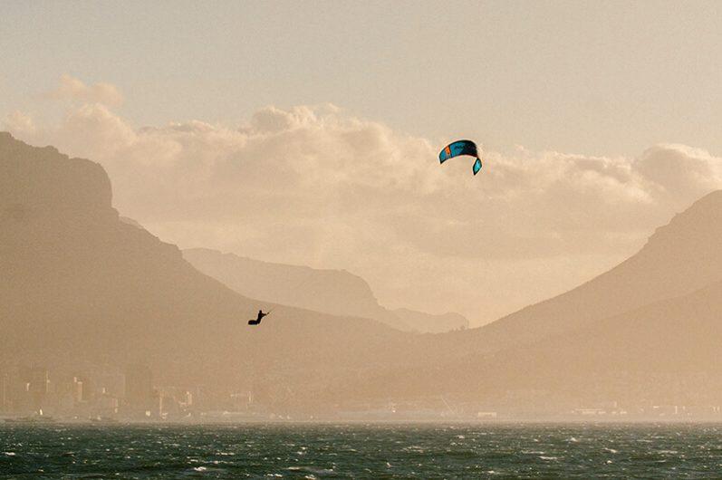 S25KB Action Dash Stomp EwanJaspan AlexKibble 040 HiRes RGB 797x530 - Naish introduces the new S25 Kite Line
