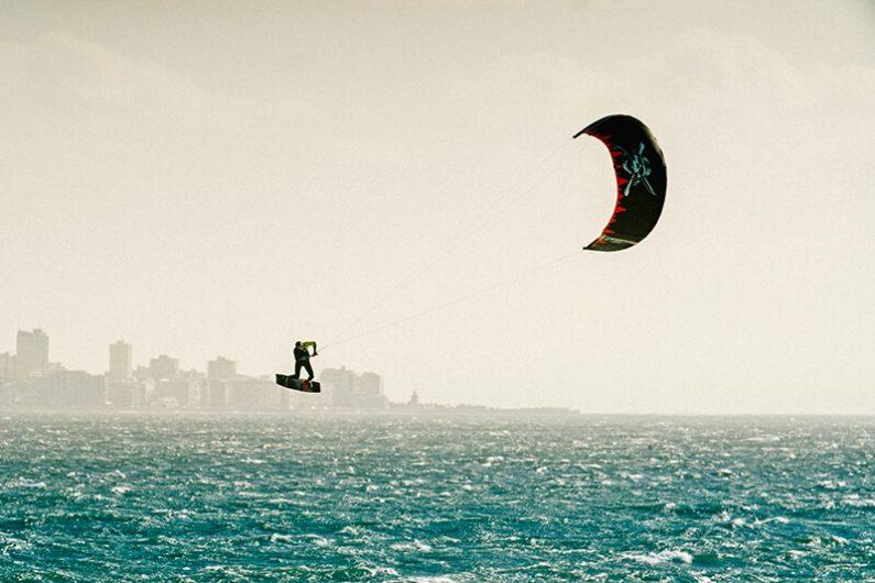 S25KB Action DashLE Monarch StuartDowney AlexKibble 031 HiRes RGB 1 795x530 - Naish introduces the new S25 Kite Line