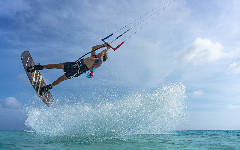 Stig Hoefnagel freestyling shot by Arnaud Plas Fly Media Productions - Yndeleau - Kiting and sailing the world - Bonaire